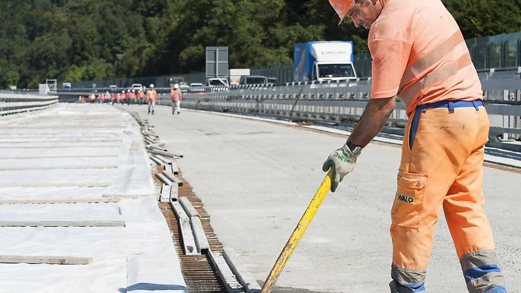 Bauarbeiter dürfen kurze Hosen tragen