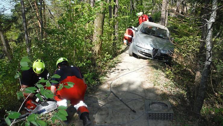 Eine junger Autolenker wollte eine Abkürzung nehmen und blieb stecken.
