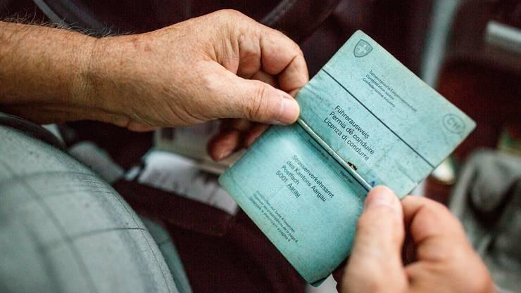 Immer mehr Senioren müssen das «Billett» abgeben – weil sie den vereinheitlichten Gesundheitscheck nicht bestehen. (Symbolbild)