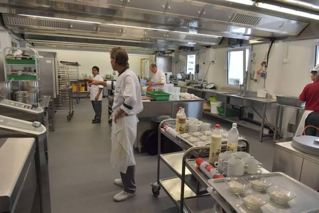 Küchenchef Cristian Daunerin der neuen Küche