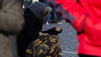 Eine Bettlerin in Lausanne (Archiv)