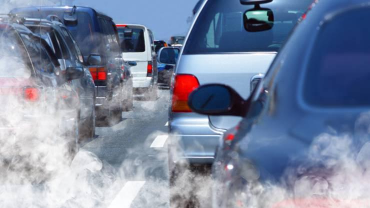 Autos, Lastwagen, öffentliche Verkehrsmittel: In der Schweiz geht ein Drittel der Treibhausemissionen auf das Konto des Verkehrs.