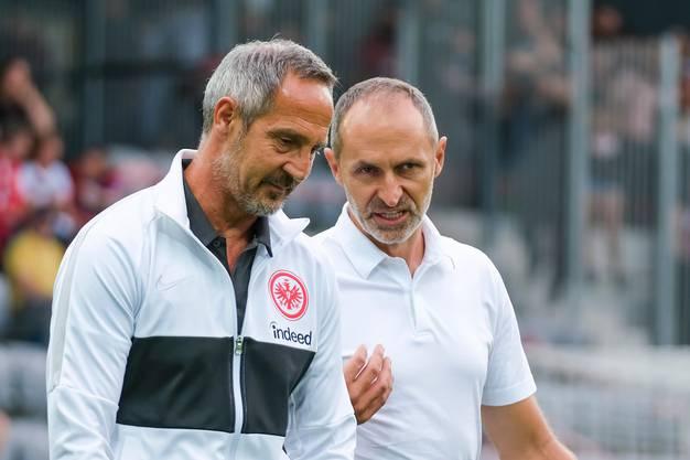 Luzern-Coach Thomas Häberli (rechts) im Gespräch mit Adi Hütter, dem Trainer von Eintracht Frankfurt.