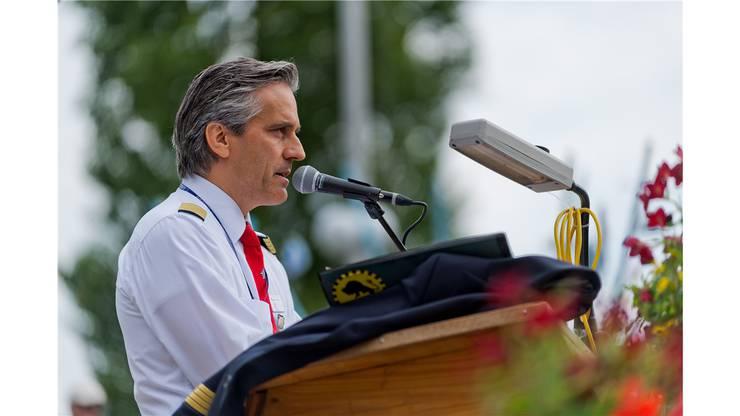 Pilot Urs Bruggisser bei seiner Festansprache.