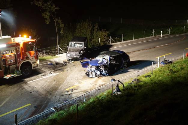 Der korrekt fahrende 60-jährige Autolenker verletzte sich erheblich und musste durch den Rettungsdienst ins Spital gebracht werden.