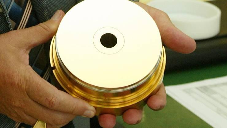Der Einbruch im CD- und DVD-Markt bringt die AWM Mold Tech in Schwierigkeiten.