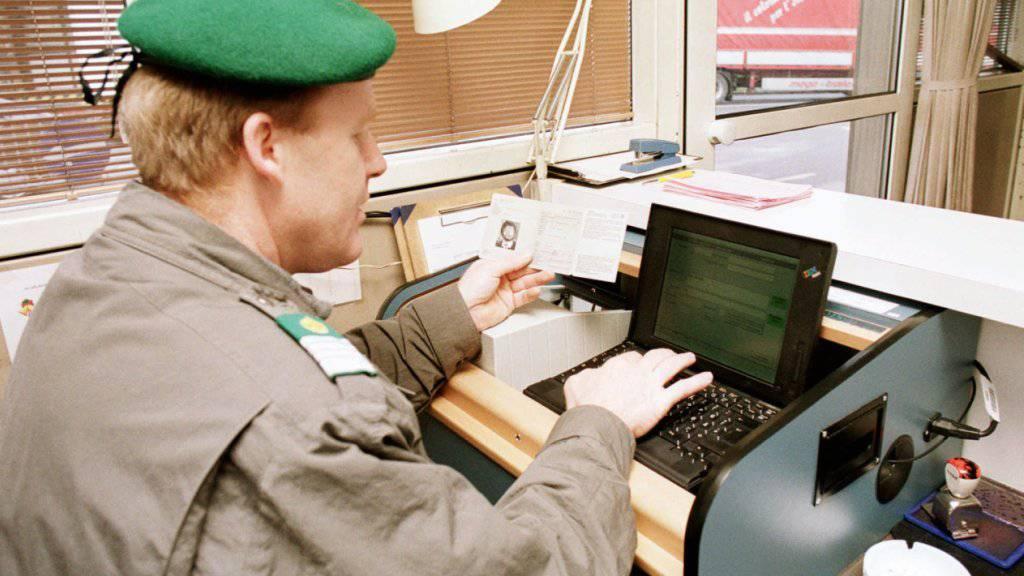 Das Schengener Informationssystem ist die grösste europäische Polizeidatenbank. Diese soll weiter ausgebaut werden. Der Nationalrat lehnt das ab. (Symbolbild)