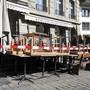 Die einschneidenden Massnahmen gegen die Verbreitung des Coronavirus dürften die Schweizer Wirtschaft 2020 in eine Rezession stürzen - im Bild ein geschlossenes Restaurant in Bern.