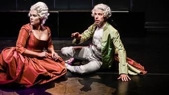 Noémie Alexa Fiala als Constanze und Delio Malär als Wolfgang Amadeus Mozart.