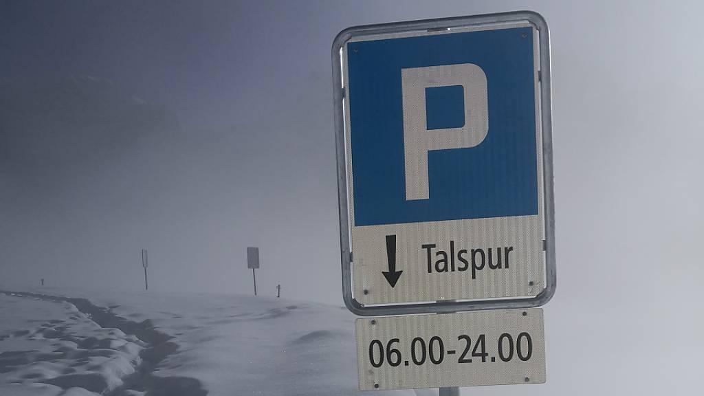 Kanton Uri lockert Parkverbot auf Passtrassen im Winter