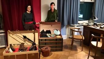 In der Sonderausstellung des Wohler Stohmuseums: Museumsleiterin Petra Giezendanner (links) und Gastkuratorin Miriam Rorato.