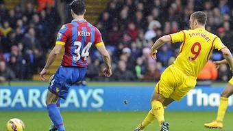 Liverpools Ricky Lambert trifft mit diesem Schuss zum frühen 1:0.