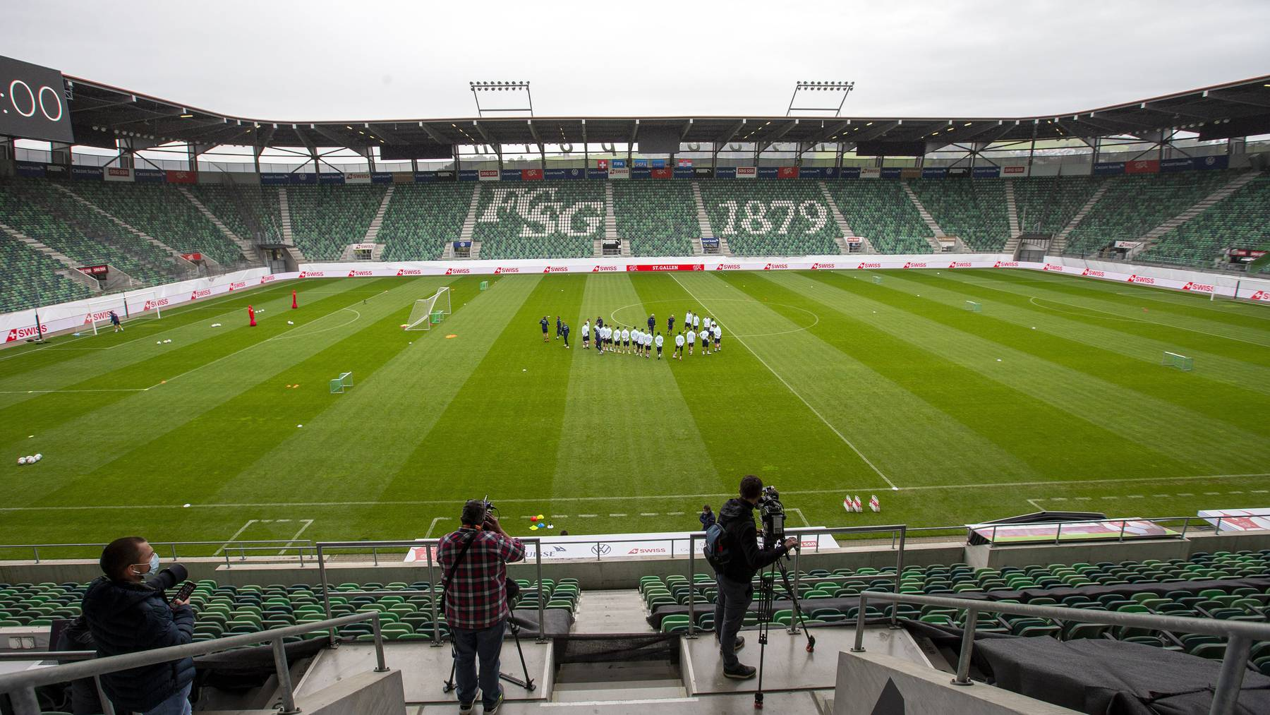 Der Regierungsrat sieht derzeit keinen Grund, den FC St. Gallen wieder vor leeren Rängen spielen zu lassen. (Archivbild)