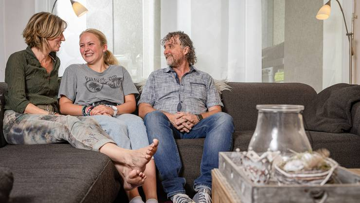 Seit zwölf Jahren leben sie zusammen: die Küttiger Annina und Bernhard Onza mit Pflegetochter Michelle.