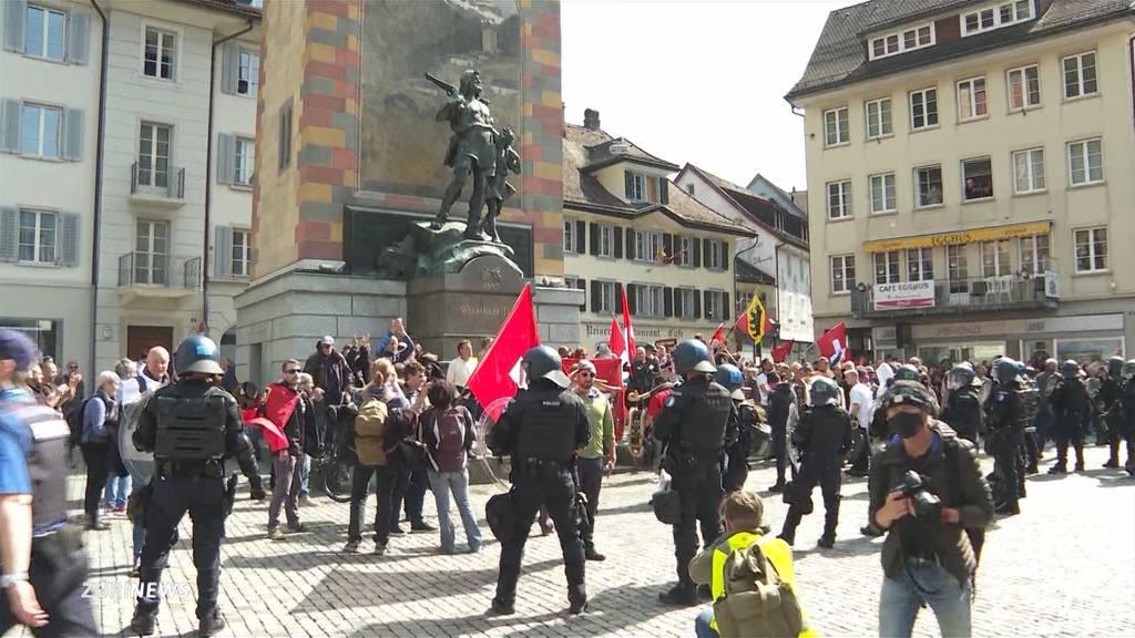Trotz Verbot: Corona-Kritiker demonstrieren in Altdorf