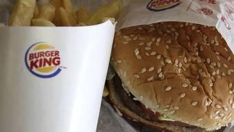 Burger King wollte sich die Verbreitung digitaler Sprachassistenzsysteme zu Nutze machen. Allerdings lief bei der Aktion nicht alles nach Plan.