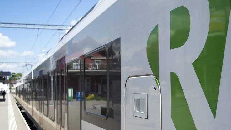 Die SBB prüft für die Regio S-Bahn Basel die Einführung von Stehplatzzonen. (Symbolbild)