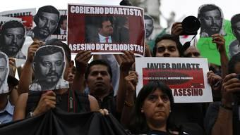 Journalisten in Mexiko-Stadt verurteilen die Gewalt gegen Medienschaffende.
