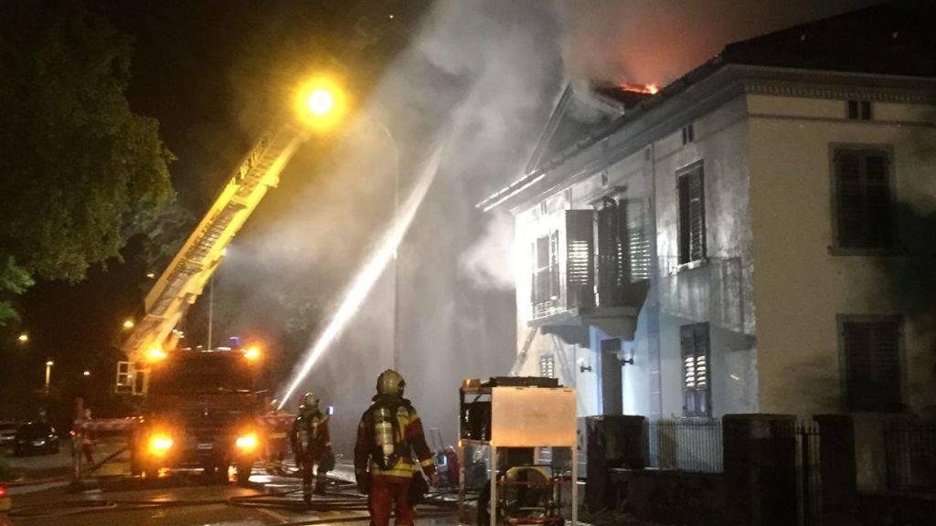 Das brennende Clublokal der Hells Angels in Buchs SG in der Nacht auf den 17. Mai 2015 (Bild: Kantonspolizei St. Gallen)