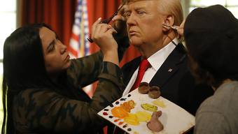 Letzte Retuschen am künftigen US-Präsidenten: Das Wachsfigurenkabinett Madame Tussauds in London ist bereit für die Amtseinsetzung von Donald Trump.
