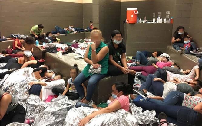 In den acht Monaten zwischen Oktober 2018 und Mai 2019 wurden nach CBP-Angaben mehr als 676'000 Menschen aufgegriffen. Das sind etwa doppelt so viele wie im gleichen Zeitraum ein Jahr zuvor.