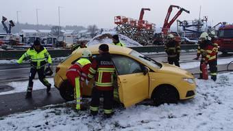 Unfall in Scherz wegen schneebedeckter Strasse