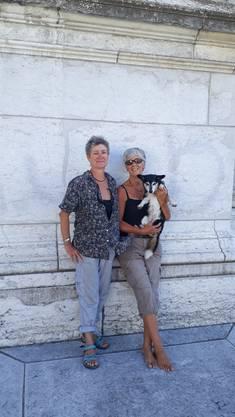 Corinne Panchaud, Françoise Gaudard und Hündin Naya aus Lausanne.