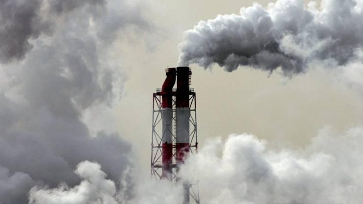 Treibhausgase verpufft, um sie später abzubauen: Dank einem Schlupfloch im Kyoto-Protokoll haben russische Firmen hohe Summen mit der Produktion von klimaschädlichen Gasen verdient. (Symbolbild)