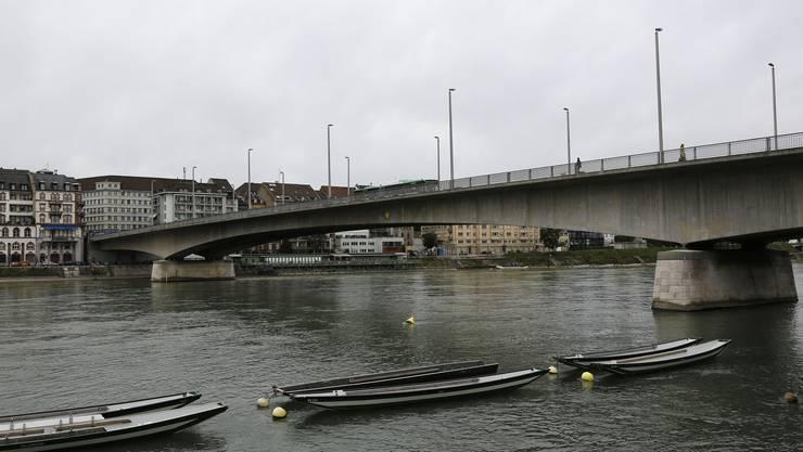 Der Mann sei von der Johanniterbrücke gestürzt – die genauen Umstände sind noch unklar.