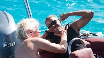 Barack Obama und Richard Branson beim Kitesurfen.