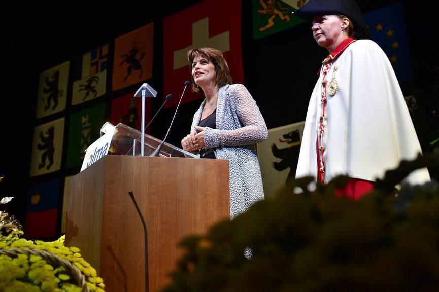 Bundespräsidentin Doris Leuthard hält ihre Rede (Bild: Keystone/Gian Ehrenzeller)