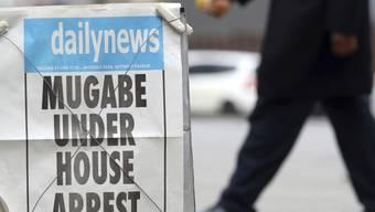 Zeitungsaushang am Donnerstag in Harare.