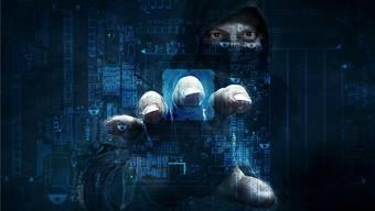 Hinter Hacker-Angriffen können Privatpersonen, kriminelle Netzwerke oder gar Staaten mit politischen Absichten stecken. Die Schweiz ist davon nicht verschont. Shutterstock