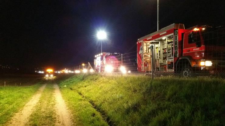 Alle vier Personen, die sich im Auto aufhielten, sind bei dem Unfall, zum Teil schwer, verletzt worden.