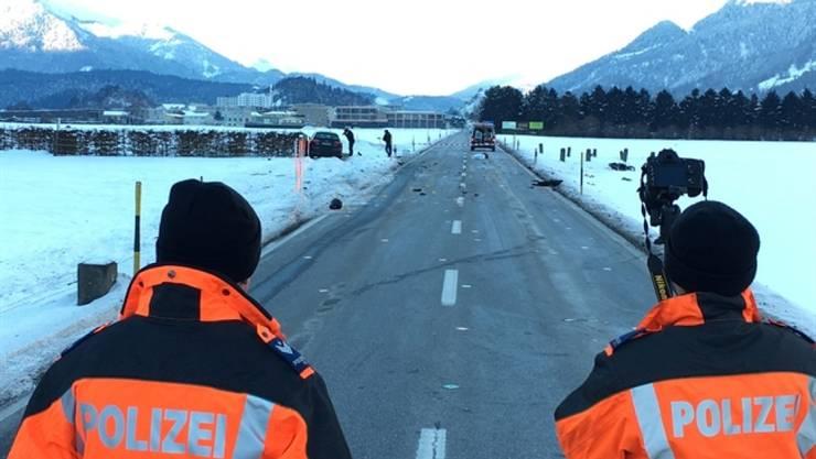 Der tödliche Unfall ereignete sich auf diesem geraden Strassenstück bei Domat/Ems. (Archivbild)