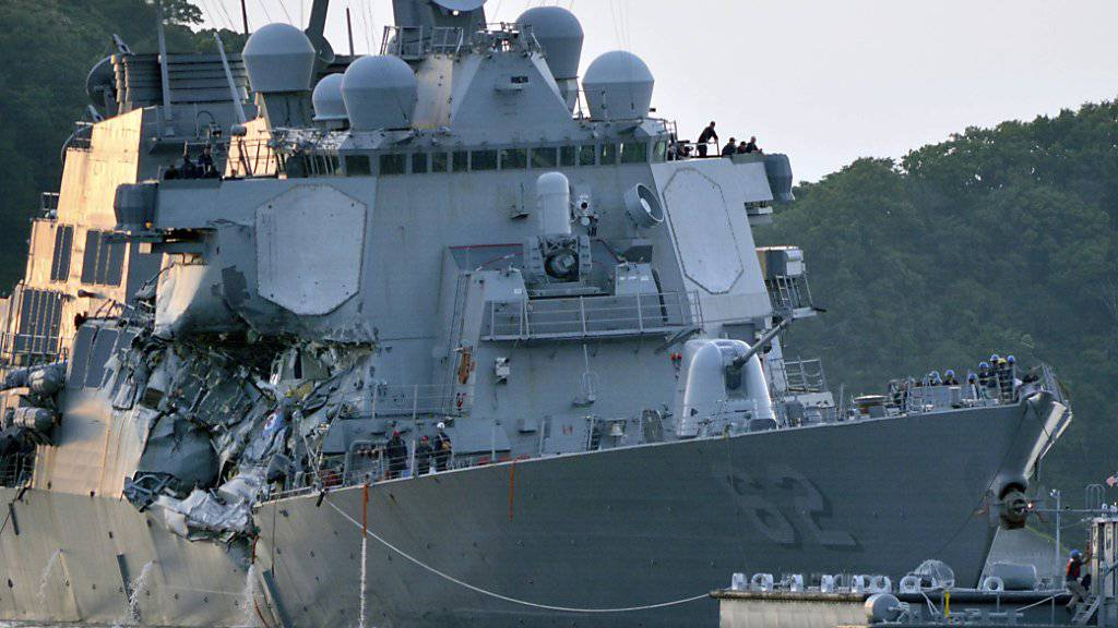 Schwer beschädigt: Die USS Fitzgerald nach dem Zusammenstoss mit einem Containerschiff vor der japanischen Küste.
