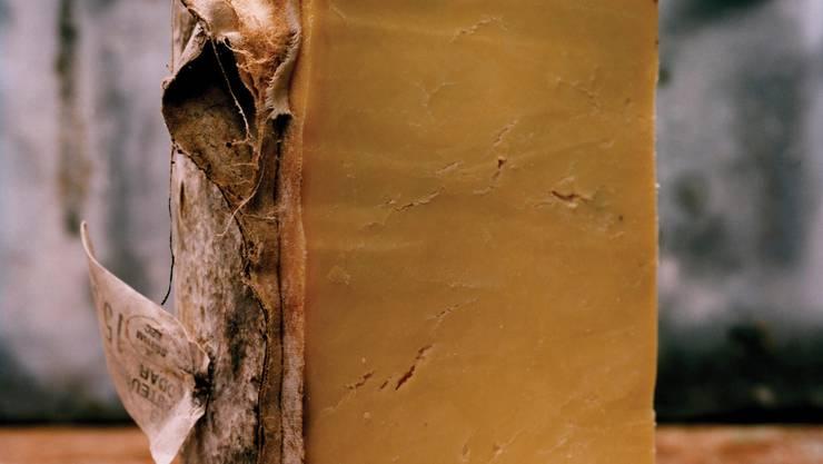Traditioneller Cheddarkäse sieht so aus: in Stoff gewickelt und unpasteurisiert wie der Montgomery. Bild: Jason Lowe
