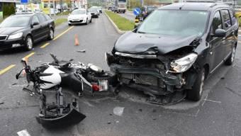 Trübbach: Dieses Auto und dieser Töff kollidierten.