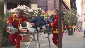 Ein Kamerateam des ZDF wurde am Freitagnachmittag in Berlin von einer grösseren Gruppe angegriffen. Mehrere Personen wurden verletzt und sechs Verdächtige festgenommen.