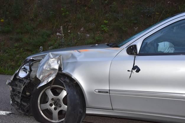 Das entgegenkommende Auto trug einen Schaden davon.