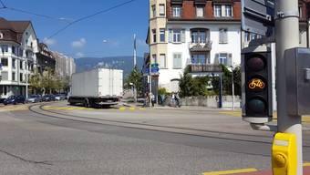 Ampelsalat am Bahnhof Solothurn: Die Ampeln stehen für 2 Minuten alle auf Orange