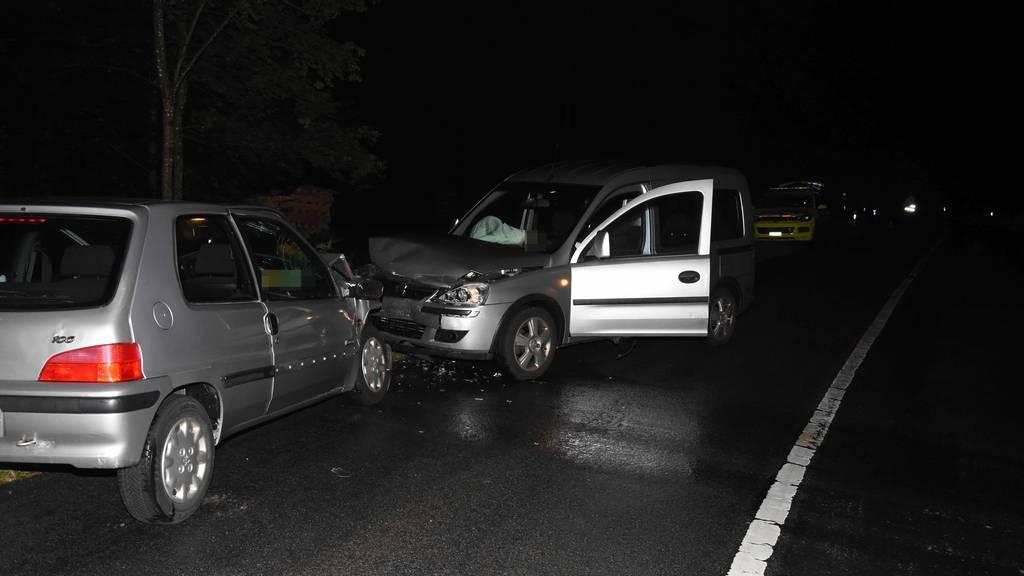 Die beiden Mitfahrer des Junglenkers wurden beim Unfall verletzt.