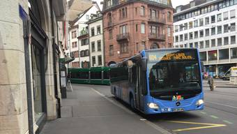 Der Bus 604 fährt von der Schifflände ins Elsass.