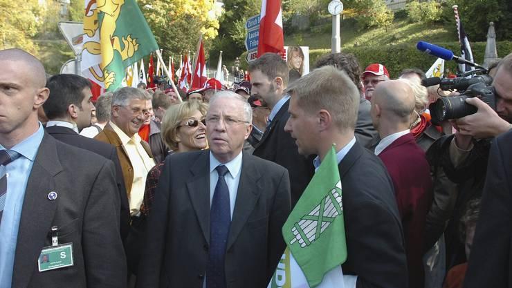Vor einer Abstimmung darf es keine politischen Kundgebungen in Bern geben. Es geschah trotzdem: Die legendäre Kundgebung der SVP in Bern vom 6.Oktober 2007.