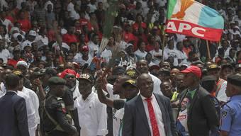 Zum Zwischenfall kam es bei einem Wahlkampfauftritt des nigerianischen Präsidenten Muhammadu Buhari. (Symbolbild)