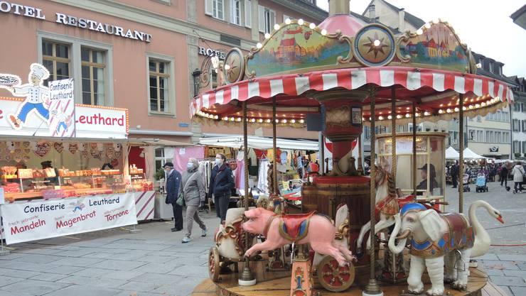 Das Karussell des Ehepaars Kretz hat seit 30 Jahren seinen festen Platz am Martinimarkt.