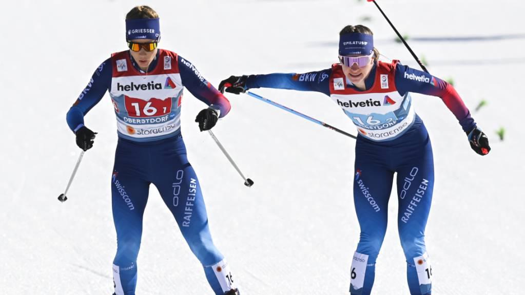 Nadine Fähndrich (rechts im Bild) übergibt an Laurien van der Graaff.