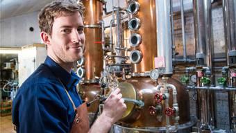 Antonio Esposito, seit Januar 2017 Schnapsbrenner in der Destillerie Zeltner in Dornach, verlässt sich beim Brennen ganz auf seine Sinne.