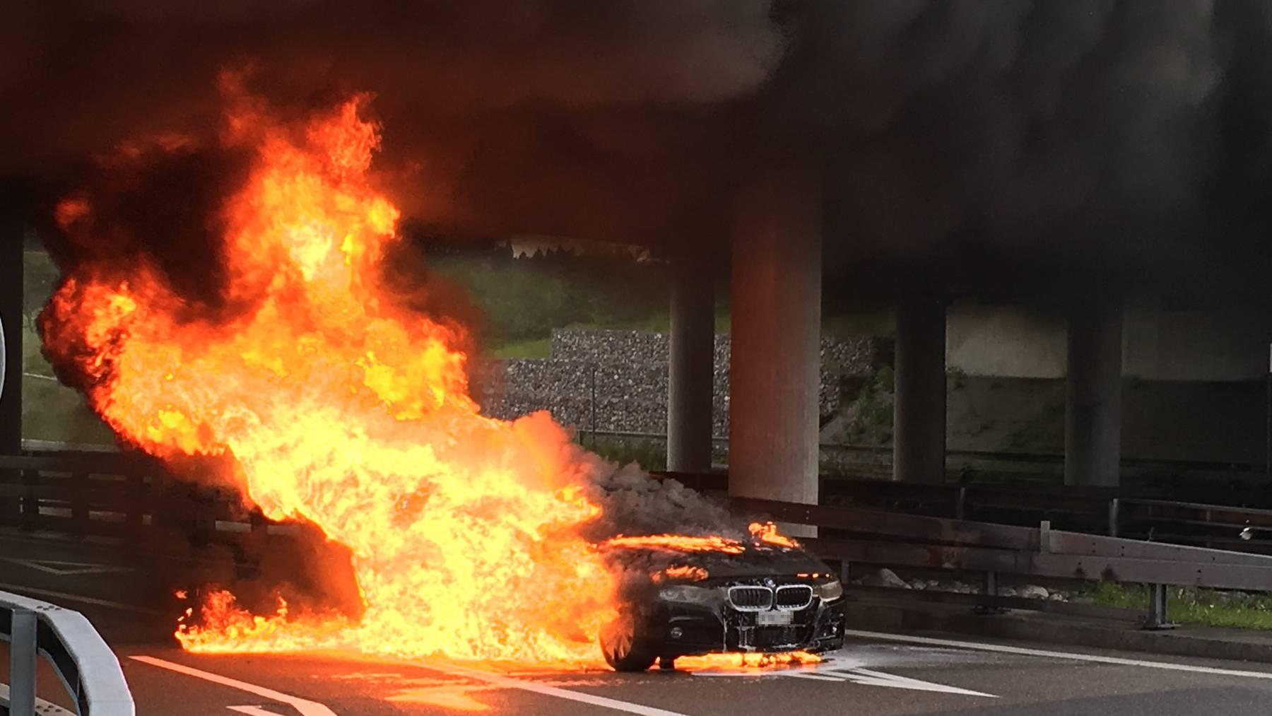 Der BMW eines 57-Jährigen ist auf der A7 komplett ausgebrannt.