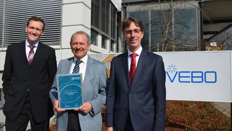 Freuen sich über die Auszeichnung (v. l.): Gilbert W. Giger (designierter Vebo-Direktor), Martin Plüss (VeboDirektor) und Urs Trösch (Leiter Dienste).